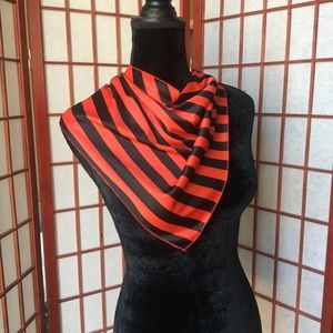 🌹Red and Black Striped Scarf 🌹